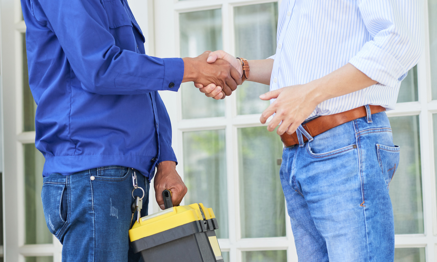 field service tech and customer shaking hands after a job is completed